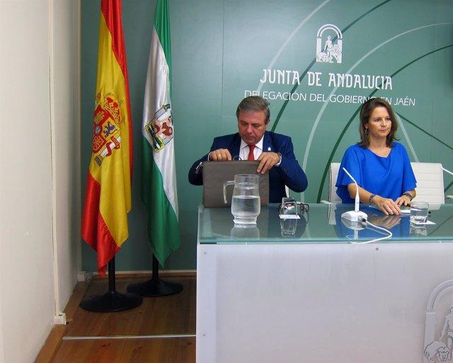 Ana Cobo, en la rueda de prensa junto a Juan Eugenio Ortega.