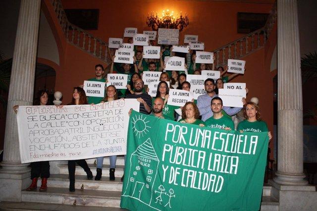 Interinos encerrados en el Ayuntamiento de Sevilla
