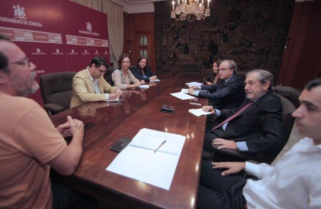 Representantes institucionales en la comisión sobre logística