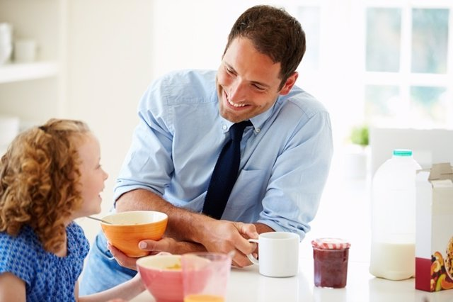 Padre, hija, desayuno, comida