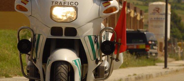 Moto de la Guardia Civil. Tráfico, control