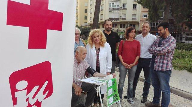 José Antonio Castro en las puertas del Hospital Civil.