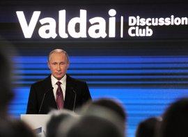 """Putin atribuye a la """"histeria"""" electoral las críticas a Rusia desde EEUU"""