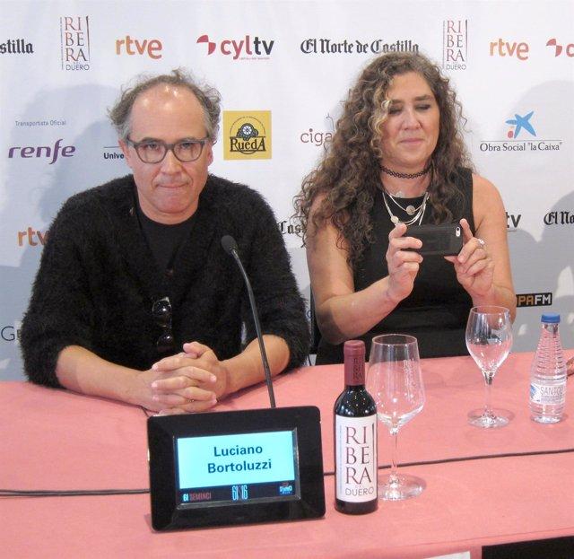 El acto Luciano Bortoluzzi y la directora Anna Muylaert