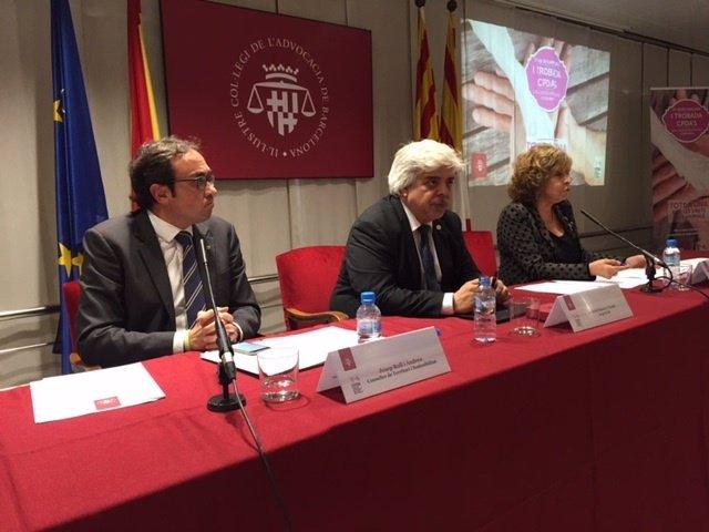 El conseller de Territori, Josep Rull y el decano del Icab, Oriol Rusca,