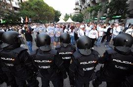 Multa de 10.000 euros y prohibición de acceso para dos ultras del Legia