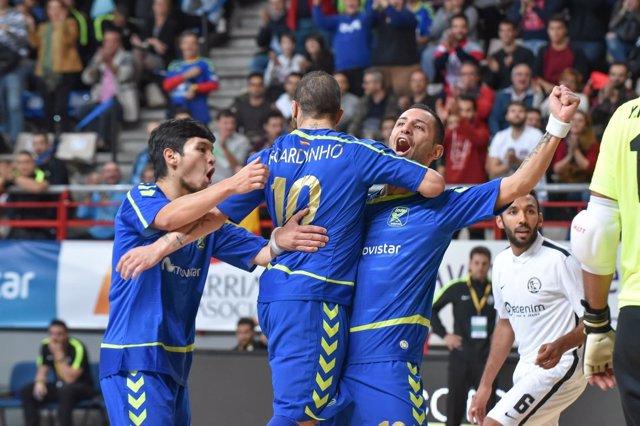 Cardinal, Ricardinho  y Daniel celebran un gol del Inter Movistar