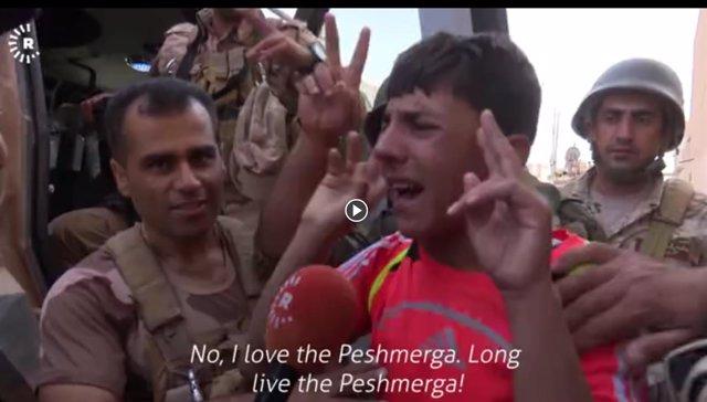 Un residente de Fazliya tras la entrada de los peshmerga en la localidad