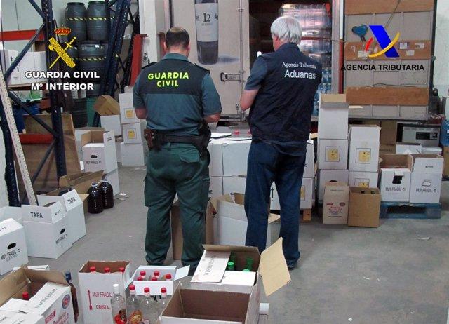 Intervenidos más de 10.000 litros de alcohol ilegal en Murcia y Alicante