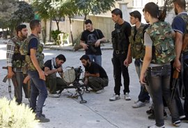 Los rebeldes sirios bombardean una base aérea en Alepo como preludio de una nueva ofensiva