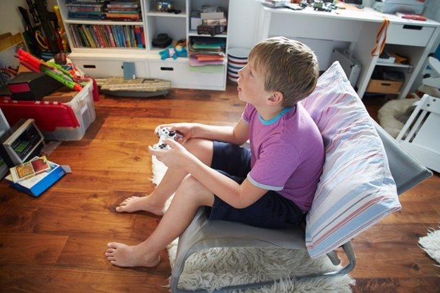 Niño videojuego