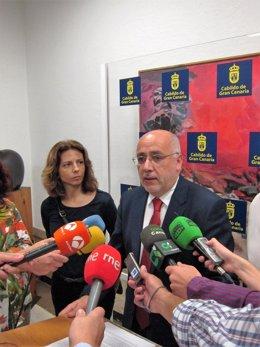 El presidente del Cabildo de Gran Canaria este jueves  antes del pleno