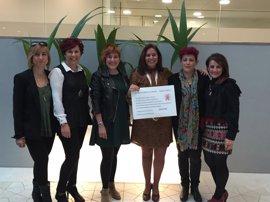 Las artífices de la iniciativa 'Tu pelo contra el cáncer' entregan a GEICAM los más de 11.000 euros recaudados