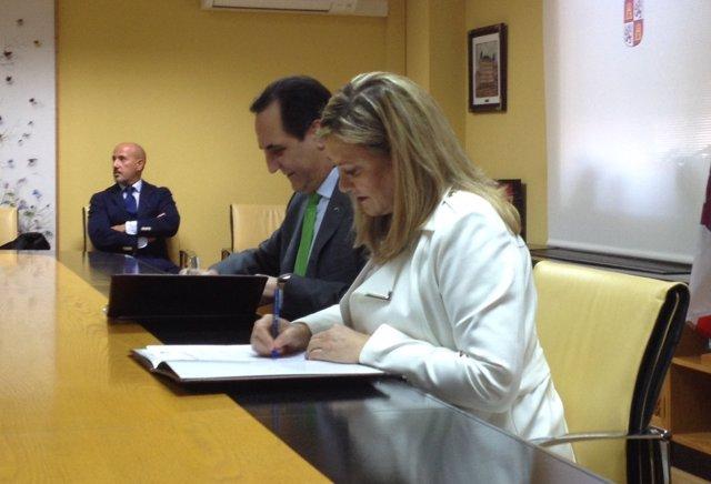 Firma del acuerdo de préstamos a emprendedores