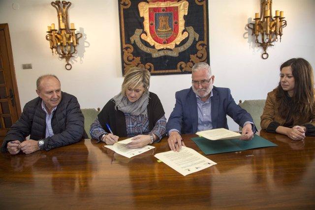 Esther Bolado y Ramón Ruiz firman el convenio