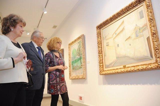 Ruz (dcha.) y Rafael Botí hijo visitan la sala dedicada al pintor