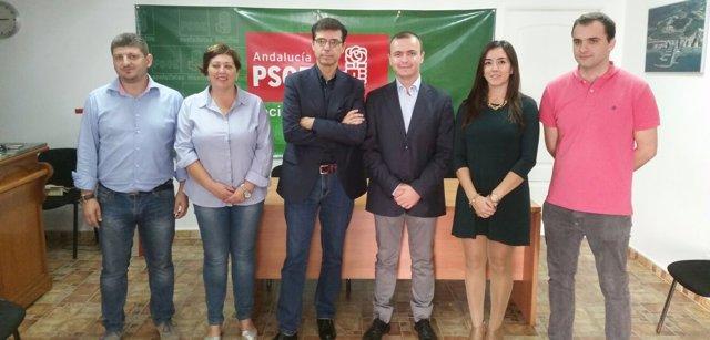 Cristobal Fernández y Diego Jiménez en la sede del PSOE de Manilva