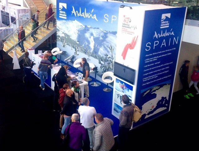 Expositor promocional de la estación de Sierra Nevada