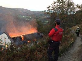 Un incendio calcina un caserío en Goizueta