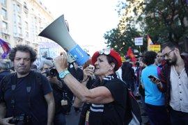 Cientos de manifestantes marchan por Madrid con cánticos contra González y Díaz