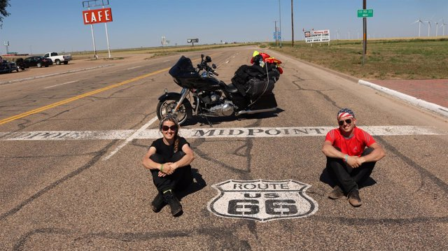 Los moteros Rafael Campos y Mari Carmen Gragera en la Ruta 66