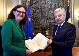 La UE y Canadá firman este domingo el acuerdo de libre comercio CETA tras superar el bloqueo