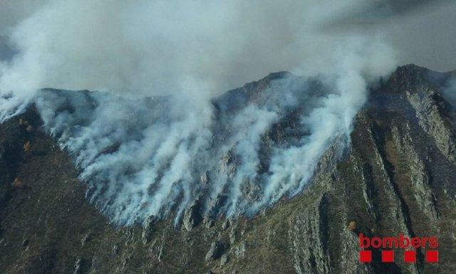 Fuego en La Guingueta d'Àneu (Lleida)