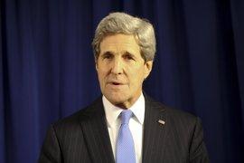 Kerry asegura que el FBI no le informó sobre la investigación de los correos de Clinton