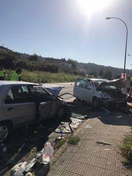 Choque entre dos coches en Noia (A Coruña)