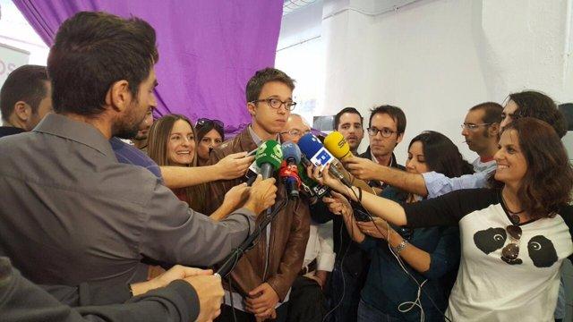 Errejón en declaraciones a los medios en Valencia