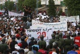 Miles de marroquíes protestan tras la muerte de un hombre aplastado dentro de un camión de basura