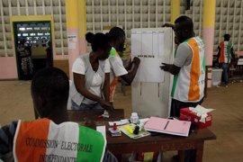 Violencia y baja participación en el referéndum de reforma constitucional en Costa de Marfil