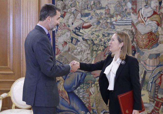 Ana Pastor se reúne con el Rey Felipe VI para comunicar la investidura de Rajoy