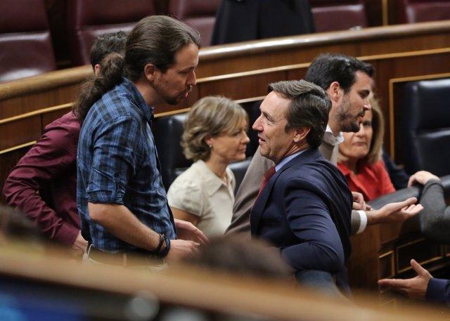 Pablo Iglesias y Rafael Hernando en el Congreso