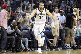 Los Gasol firman dos 'doble-dobles' vitales para Spurs y Grizzlies
