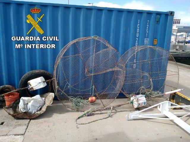 Material de pesca incautado por la Guardia Civil