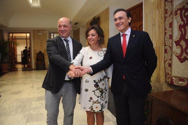 Ruiz (izda.), Ambrosio y Villamandos, tras rubricar el convenio