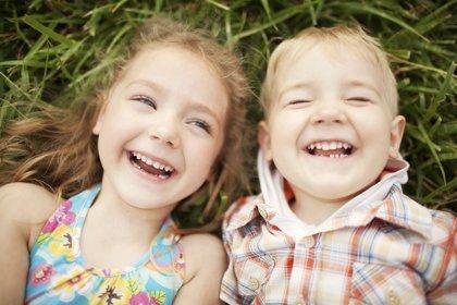 Cómo educar la sonrisa de los niños: consejos prácticos