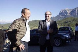 """Lambán pide a Podemos e IU """"cumplir pactos"""" y """"sentarnos a hablar"""" de los Presupuestos"""