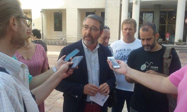 Francisco Salado, presidente del PP de Rincón, en rueda de prensa