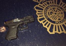 Arma intervenida al detenido