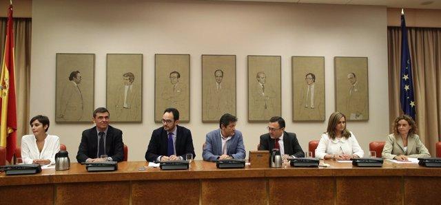 Javier Fernández y  Antonio Hernando presidiendo el Grupo Socialista