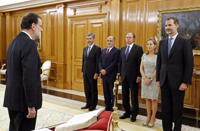 Mariano Rajoy jura su cargo como presidente del Gobierno ante el Rey