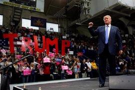 El Partido Demócrata demanda a Trump por hostigar a los votantes en cuatro estados