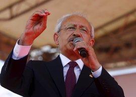 """El líder del opositor CHP advierte de que Turquía """"se aleja de la democracia"""""""