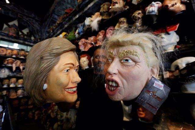 Caretas con los rostros de Donald Trump y Hillary Clinton