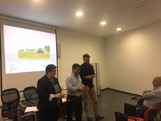 Reyes inaugura un curso de gestión de cooperativas