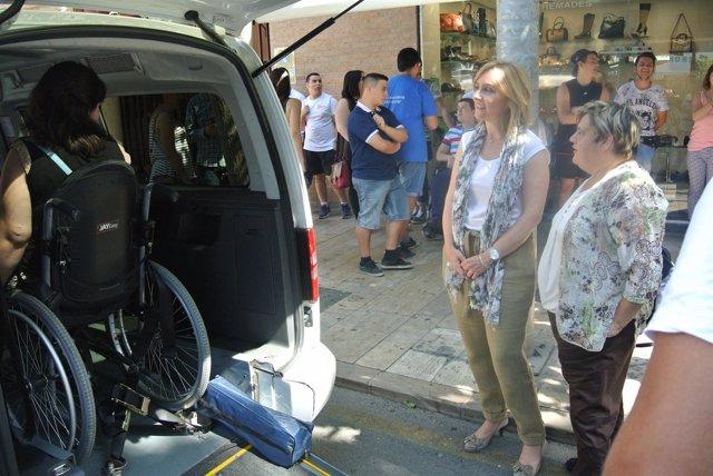 Taxi para personas con discapacidad física, silla de ruedas