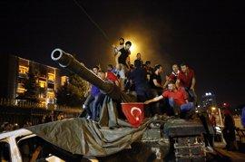 El Gobierno turco descarta aplicar la pena de muerte a los golpistas