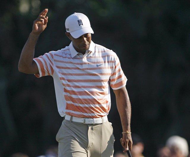 Tiger Woods lidera en solitario el Cadillac